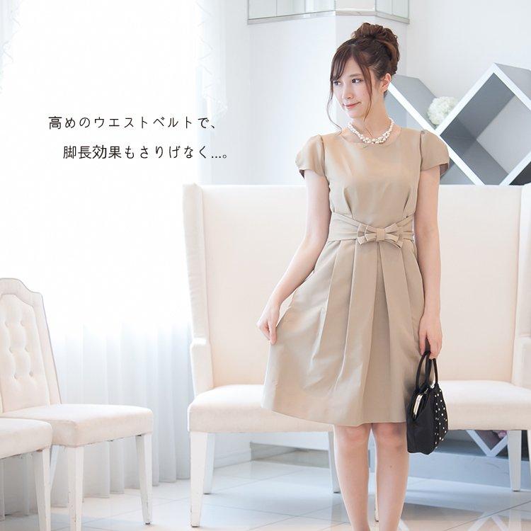フレアスカートが可愛いキャメルベージュワンピース