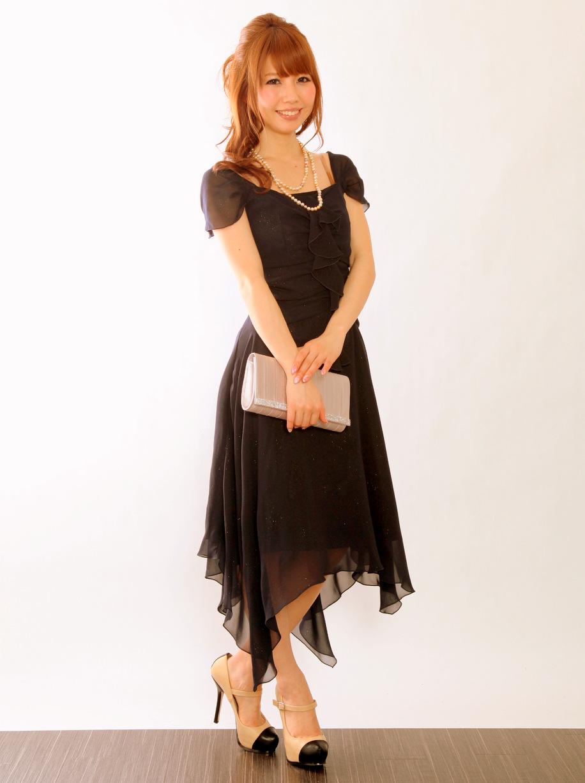 イレギュラーヘムスカートが印象的なお呼ばれドレス