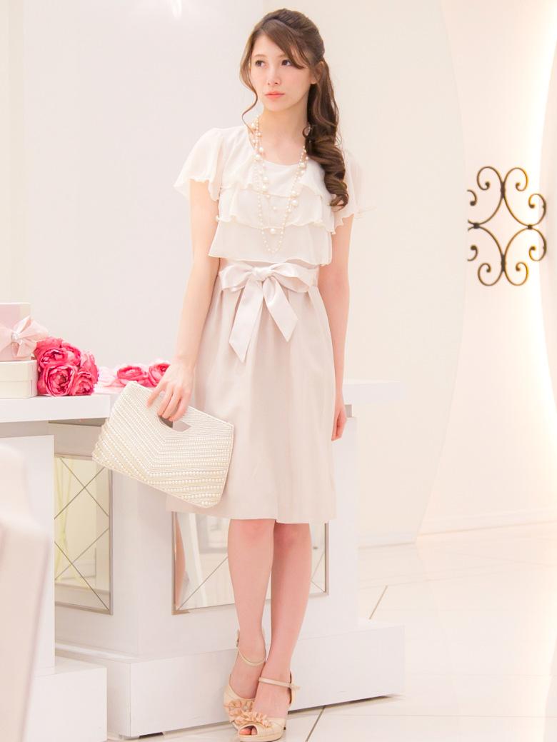シフォンのティアードフリルが大人可愛いベージュ結婚式ドレス