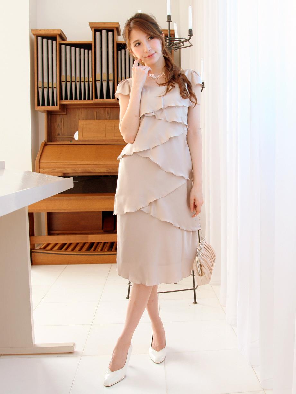 光沢感があり、透け感の気にならない結婚式ドレス