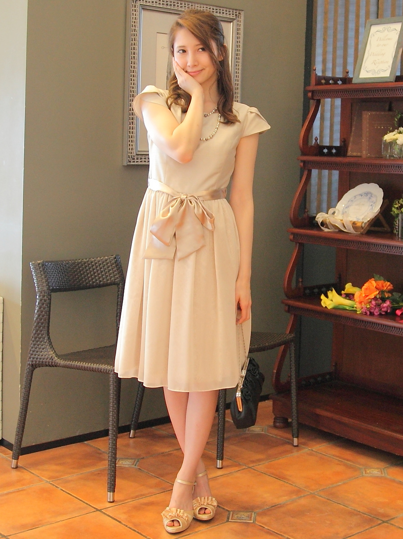 レースから透ける模様が綺麗なお呼ばれドレス