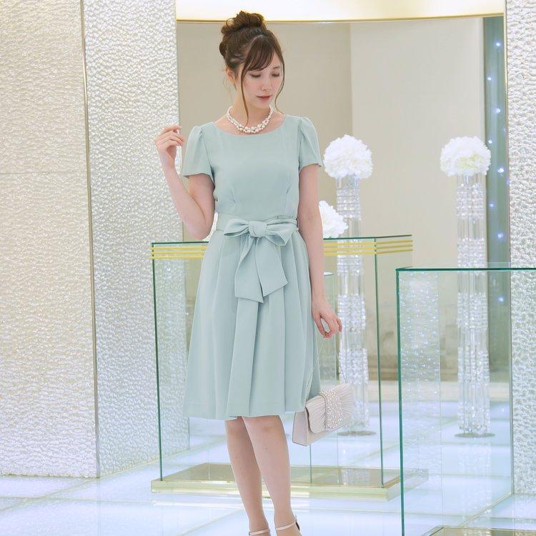 ペールカラーが上品で可愛いクラシカルドレス