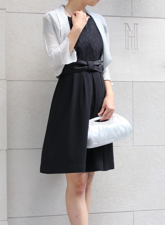 華やかなレース柄トップスが美しい黒の結婚式ドレス