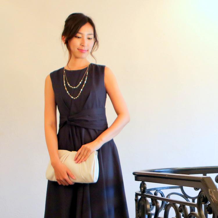 人気カラーのネイビーロングドレス