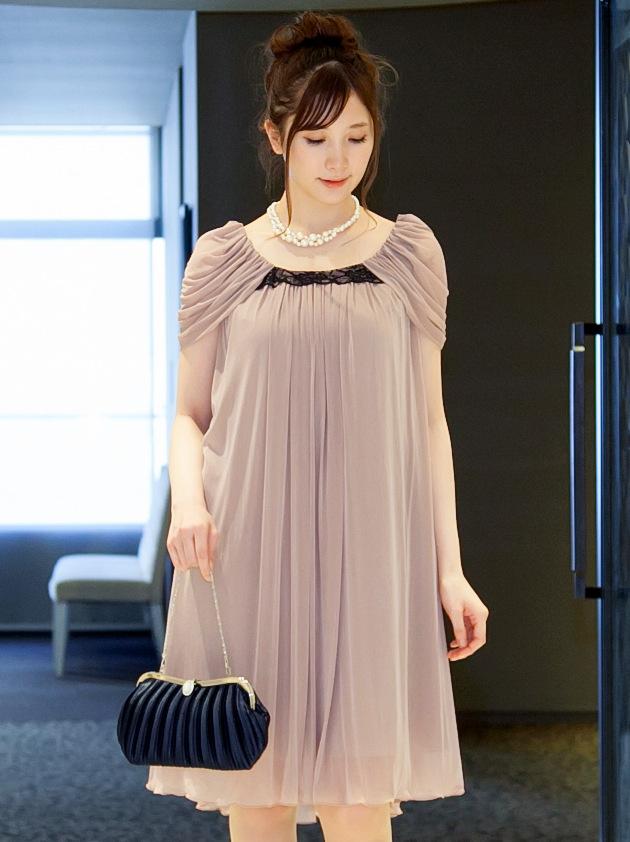 女性らしい柔らかな印象のクラシックピンクドレス