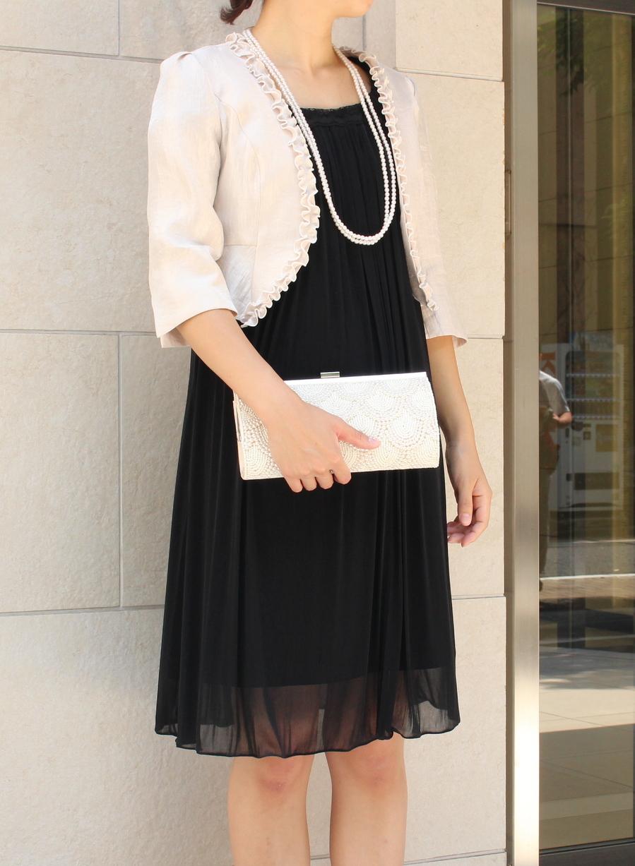 パールネックレスと相性バツグンお呼ばれブラックドレス