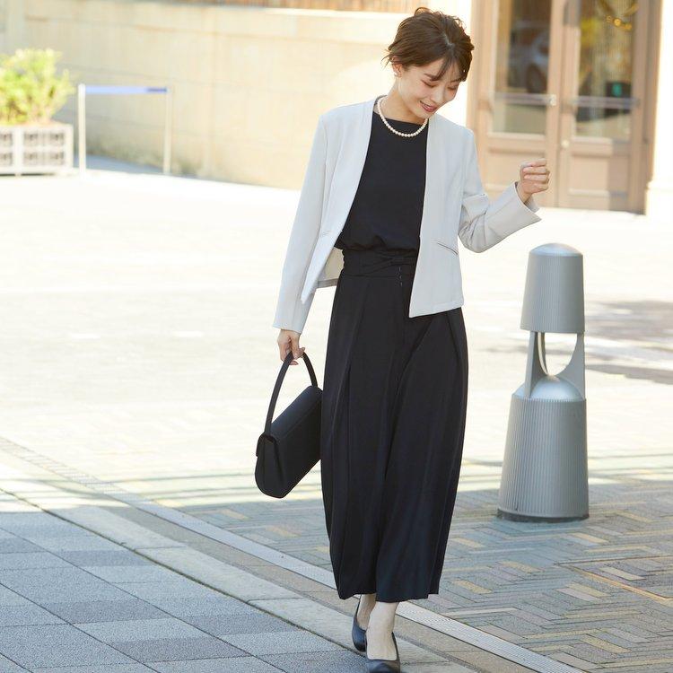 おしゃれと着まわし力が魅力のフレアパンツスーツ
