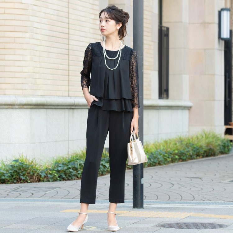 大人の着こなしができるブラックパンツドレス