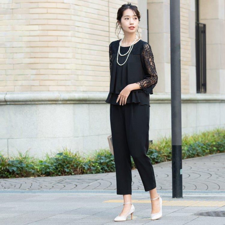 パーティーにシックなブラックパンツドレスが人気