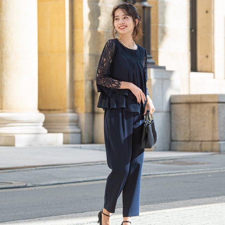 ジャケットボレロを羽織ればかっちりと着こなせるパンツドレス
