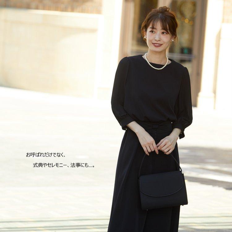 上品でスタイリッシュなブラックパンツドレス